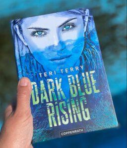 Dark Blue Rising - Teri Terry, Jugendbuch